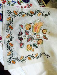 Hesap isi ****** Turkish Art, Turkish Style, Turkish Fashion, Bargello, Diy And Crafts, Cross Stitch, Embroidery, Traditional, Elsa