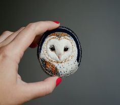 Barn owl . brooch . handmade . felt . needle felted . hand embroidered . animal