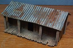 A guide to creating a variety of small huts. Miniature Rooms, Miniature Houses, Corrugated Roofing, Spooky House, Glitter Houses, Dollhouse Ideas, Paper Houses, Table Games, Book Nooks