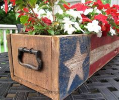 Patriotic Pallet Wood Centerpiece - Scavenger Chic Pallet Wood of July, Memorial Day Patriotic Crafts, July Crafts, Summer Crafts, Americana Crafts, Patriotic Party, Patriotic Wreath, Fourth Of July Decor, 4th Of July Decorations, July 4th