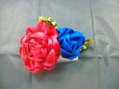 Peineta con flores de listón
