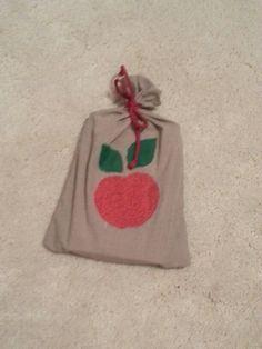 Geschenksäckchen für ein Buch, zero waste, aus Stoffresten kann wiederverwendet werden kein Papier nötig