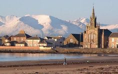 Leaving Ardrossan in Ayrshire on the ferry to Arran...........Wearing 2 coats, gloves, hat, 2 scarves, leggings X 2 boots, a tee, and a sweater X 2. I hope I'll be warm enough................