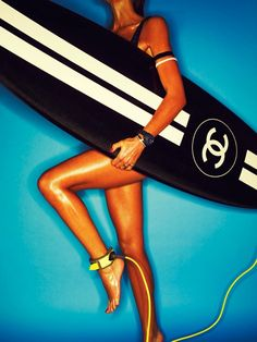 V-Magazine Chanel Surfs up! Surf with style! Chanel Couture, Summer Of Love, Summer Time, Summer Surf, Hello Summer, Logo Chanel, Chanel Art, Chanel Style, Gabrielle Bonheur Chanel