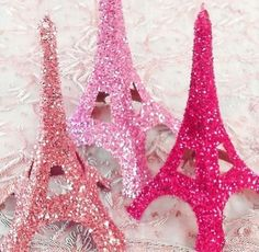 Pink glittery eiffel towers would be a great addition to my office. Pink Love, Pretty In Pink, Hot Pink, Perfect Pink, Paris Party, Paris Theme, Paris Decor, Sparkles Glitter, Pink Glitter