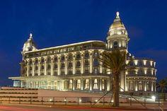 Reabrió sus puertas el legendario Hotel Casino Carrasco, que fuera el clímax del sueño de un balneario de lujo en plena Belle Epoque rioplatense. El joven soñador, Alfredo Arocena, encargó el proyecto a los arquitectos europeos Jacques Dunant y Gastón Mallet. Carrasco, Montevideo, Uruguay