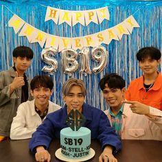 Korean Entertainment Companies, Pop Group, Birthday Party Themes, Organizers, Fandoms, Entertaining, Planners, Organizing Tips, Fandom
