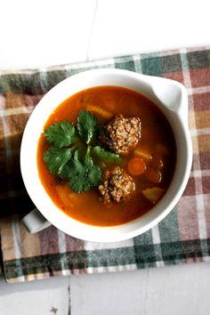 La vie de Julie (Des histoires de petits plats): Soupe à la bière et boulettes de boeuf au quinoa