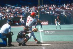 Catcher Johnny Bench of the Cincinnati Reds bats against the San. Nfl Football Players, Mlb Players, Baseball Photos, Baseball Games, Cincinnati Reds Baseball, Pittsburgh Steelers, Dallas Cowboys, Johnny Bench, Georgia Bulldogs