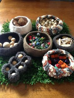 An inviting way to display loose play materials. - Puzzles Family Day Care Environment. For more loose material ideas: http://pinterest.com/kinderooacademy/new-found-materials/ ≈ ≈