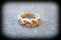 Deer antler leaf ring - real deer antler by FindleysDreamTree on Etsy Deer Antler Lamps, Deer Antler Crafts, Deer Antler Ring, Antler Art, Deer Antlers, Antler Jewelry, Jewelry Art, Jewlery, Bone Crafts