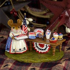 Wee Forest Folk Picnic in the Park Limited Edition Calico Critters Families, Miniature Figurines, Collectible Figurines, Polymer Clay Animals, Pink Garden, Cute Mouse, Picnic In The Park, Forest Friends, Tooth Fairy