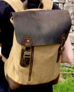 Praktischer Nordlicht Rucksack | khaki http://www.nordlichtbags.de:) #nordlichtbags #rucksack #backpack #unique #style #canvas #Segeltuch #leder #leather #vintage #einzigartig #nordlicht