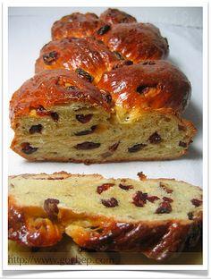 Celebration Bread (in Vietnamese) Muffin Recipes, Bread Recipes, Braided Bread, Our Daily Bread, Bread Cake, Quick Bread, Sweet Bread, Bread Baking, Food Hacks