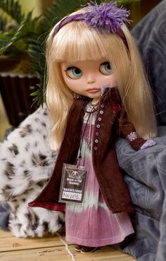 Faux Brown Suede Coat, Tie Dye Dress, Beaded Wrap Necklace, Headband, Backstage Pass And Poster For Blythe Doll