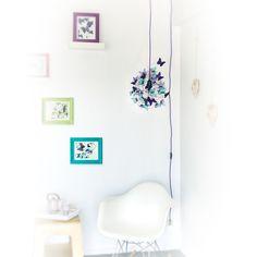 """""""Nebula"""" Azules, Lámpara de techo lista para colgar con interruptor y enchufe, realizada con cable de tela violeta, alambre púrpura de aluminio, portalámparas negro, y mariposas de papel vegetal francés color turquesa, lavanda y violeta.#MiTiendaNube"""