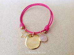 Pulsera personalizada en cuero fucsia con ágata rosa
