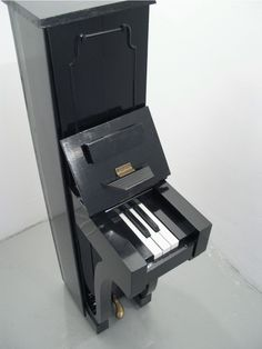 A piano with only 5 keys