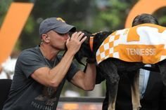 Knoxville, TN - Kenny Chesney and Smokey the dog during the ESPN College Gameday festivities before the game between the University of Tennessee Volunteers and the University of Florida Gators at Neyland Stadium. Photo by Donald Page/Tennessee Athletics Tn Vols Football, Tennessee Volunteers Football, Tennessee Football, University Of Tennessee, College Football, Espn College, Football Season, State University, Football Fans