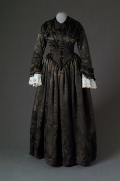 Dress, 1840's-50's, Mode Museum  Pretty fabric but I'm not fond of the color.