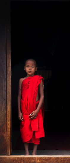 The Faces of the World (Myanmar) by Eric Lafforgue