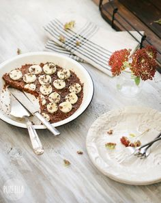 Easy 10 minute Raw Banana Nut Pie Recipe that's #vegan #glutenfree - Serve with a scoop of our Cashew Snickerdoodle Ice cream for the perfect quick dessert!