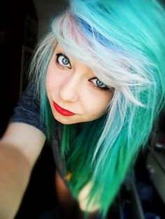 Woahhh her bangs are like mine purple underneath and blue on top