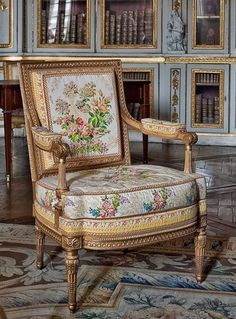 laliaisonsd-marie-antoinette:  LES LIAISONS DE MARIE ANTOINETTE : YES YOUR MAJESTY A GILDED CHAIR RESTS UPON A TAPESTRY RUG IN THE KINGS PRIVATE APARTMENT IN VERSAILLES…