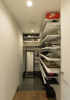 CASE577 紬(つむぎ)の家 Sneaker Rack, Narrow Lot House Plans, Natural Interior, Wall Storage, Wall Colors, My Room, Future House, Shoe Rack, Interior Architecture