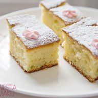 One of the easiest cakes ever - yogurt cake (Gâteau au Yaourt). Polish Desserts, Yogurt Cake, Joy Of Cooking, Sweet Cakes, Saveur, Vanilla Cake, Sweet Tooth, Cheesecake, Yummy Food
