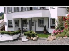 Gästehaus Ballmann - Rockeskyll - Visit http://germanhotelstv.com/gastehaus-ballmann A peaceful garden with sunbathing area and barbecue facilities are offered at this quiet guest house located in Rockeskyll in the Vulkaneifel region. -http://youtu.be/ntcGX6vHLKQ