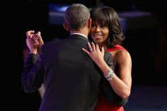 After celebrating his second inauguration with a throng estimated at about President Barack Obama and first lady Michelle Obama spent the evening at more intimate affairs: guests at two inaugural balls. Michelle Et Barack Obama, Malia Obama, Lucky Man, Lucky Ladies, American First Ladies, Interracial Couples, Jason Wu, Lady In Red, People