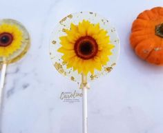 We love sunflower wedding ideas and this theme is so easy to do! Sunflowers make an excellent choice for fall wedding decor -- summer, too! Sunflowers are at their peak between the months of. Sunflower Party, Sunflower Gifts, Black Cherry Flavor, Fall Wedding Decorations, Wedding Ideas, Wedding Colors, Rustic Wedding, Wedding Inspiration, Thanksgiving Favors