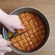 Food Platters, Food Dishes, Iran Food, Cake Roll Recipes, Food Vids, Food Garnishes, Turkish Recipes, Diy Food, Yummy Food