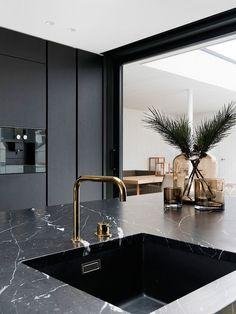 Open Plan Kitchen Living Room, Kitchen Room Design, Modern Kitchen Design, Kitchen Dinning, Marbel Kitchen, Marble Interior, Interior Design, Aesthetic Room Decor, Black Kitchens
