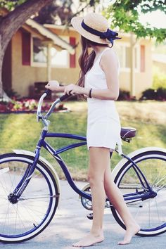 summer bike ride -heavy but cute bike. Lady Like, Pin Up Retro, Cycle Chic, Bicycle Girl, Bike Style, Mode Outfits, Summer Of Love, Summer Days, Summer Blues
