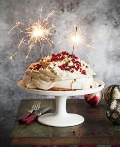 Granaattiomena on joulun superhitti - 7 erilaista reseptiä Christmas Bread, Just Eat It, Sweet Pastries, Pavlova, Food Festival, Something Sweet, Desert Recipes, No Bake Desserts, Let Them Eat Cake