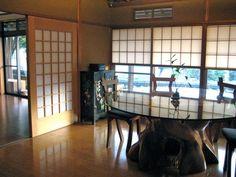 En #Japon también hay algunos intercambios de casa. Por ejemplo esta casa familiar situada en una pequeña población entre #Kyoto, #Osaka y #Tokyo. De estilo tradición japonés. Sus dueños son de Australia y NZ y llevan ya 20 años en Japón. ¿Te animas a conocerles? #viajes