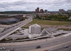Studio Libeskind designed Canada's first National Monument dedicated to the Holocaust in Ottawa: a cast-in-place concrete structure conceived as an experiential symbolic environment. Ottawa Canada, Ottawa 2017, Ohio, Daniel Libeskind, Concrete Structure, Site Plans, Brutalist, Art, Public Spaces