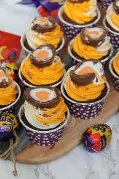 - Jane's Patisserie Chocolate Sponge Cupcakes, with a Hidden Creme Egg Centre, Multi-Tone Buttercream Frosting, and Half a Creme Egg on top… Ideal Creme Egg Cupcakes. Cupcake Recipes, Baking Recipes, Dessert Recipes, Gourmet Cupcakes, Baking Ideas, Cupcake Toppings, Candy Recipes, Egg Recipes, Mini Cakes