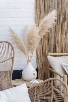 Interior Inspo Tips For The Rose Gardener Rose gardens are probably the most popular type of garden Dried Flower Bouquet, Dried Flowers, Living Room Decor, Bedroom Decor, Grass Decor, Interior Decorating, Interior Design, Pampas Grass, Home And Deco