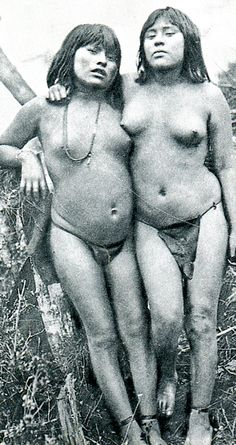Museo Chileno de Arte Precolombino » Yámana Australian Aboriginals, Melbourne Museum, Indigenous Tribes, Dream Bodies, Old Photography, Ancient Beauty, Global Art, African Beauty, My People