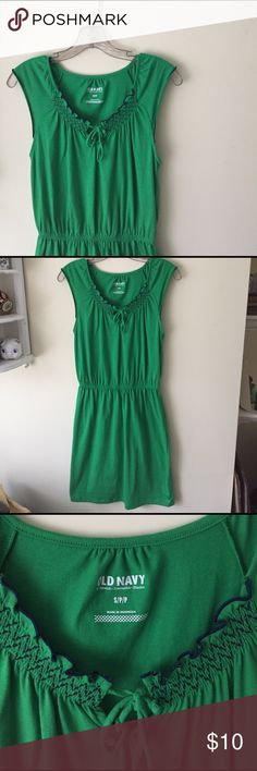 Kelly Green Summer Dress This vibrant dress is perfect for keeping cool in the summer! Elasticated waist. Old Navy Dresses