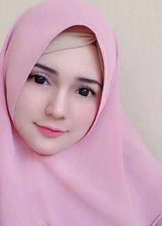 Berbiye,, banget ga A. Beautiful Hijab Girl, Beautiful Muslim Women, Hijabi Girl, Girl Hijab, Beauty Full Girl, Beauty Women, Moslem Fashion, Hijab Niqab, Muslim Beauty