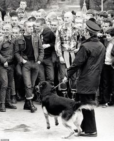 British skinheads in the late pictures Uk Culture, Hippie Culture, Youth Culture, Skinhead Men, Skinhead Fashion, Skinhead Style, British Punk, British Style, Uk History