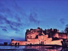 Edinburgh Castle - The Iconic Scottish Tourist Attraction Scotland Castles, Scottish Castles, Scotland Uk, Edinburgh Scotland, Visit Edinburgh, Edinburgh Castle, Days Out In Scotland, Amazing Places, Beautiful Places