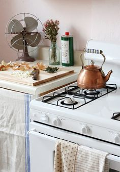 surprised by how much I like this pale shade of pink in this kitchen.