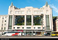 Imagem de http://c8.alamy.com/comp/E9014A/portugal-lisbon-bairro-alto-praca-dos-restauradores-art-deco-teatro-E9014A.jpg.