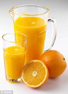 Orange juice in jug and glass, fresh oranges – License high-quality food images for your projects – Rights managed and royalty free – 907874 Juice Ad, Fruit Juice, Orange Drinks, Orange Juice, Kombucha, Ovarian Tumor, Loose Belly Fat, Menu Boards, Vegan Smoothies