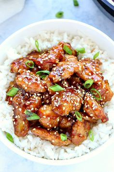 Easy Sesame Chicken- Easy Sesame Chicken Recipe – battered chicken fried in a pan and coated with sesame sauce. Popular Asian takeout dish, made easily at home. Easy Sesame Chicken, Easy Chicken Recipes, Keto Chicken, Recipes With Chicken Nuggets, Crockpot Sesame Chicken, Chinese Sesame Chicken, Sesame Chicken Sauce, Healthy Grilled Chicken Recipes, Chicken Over Rice